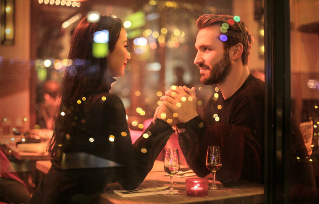 Wine or Beer: What Should You Drink on Your First Date?